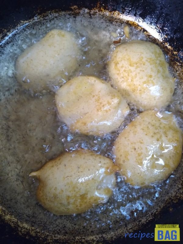 Fry the fritters in small batches of 6-7 at a time on medium flame. Do not overcrowd the kadhai.